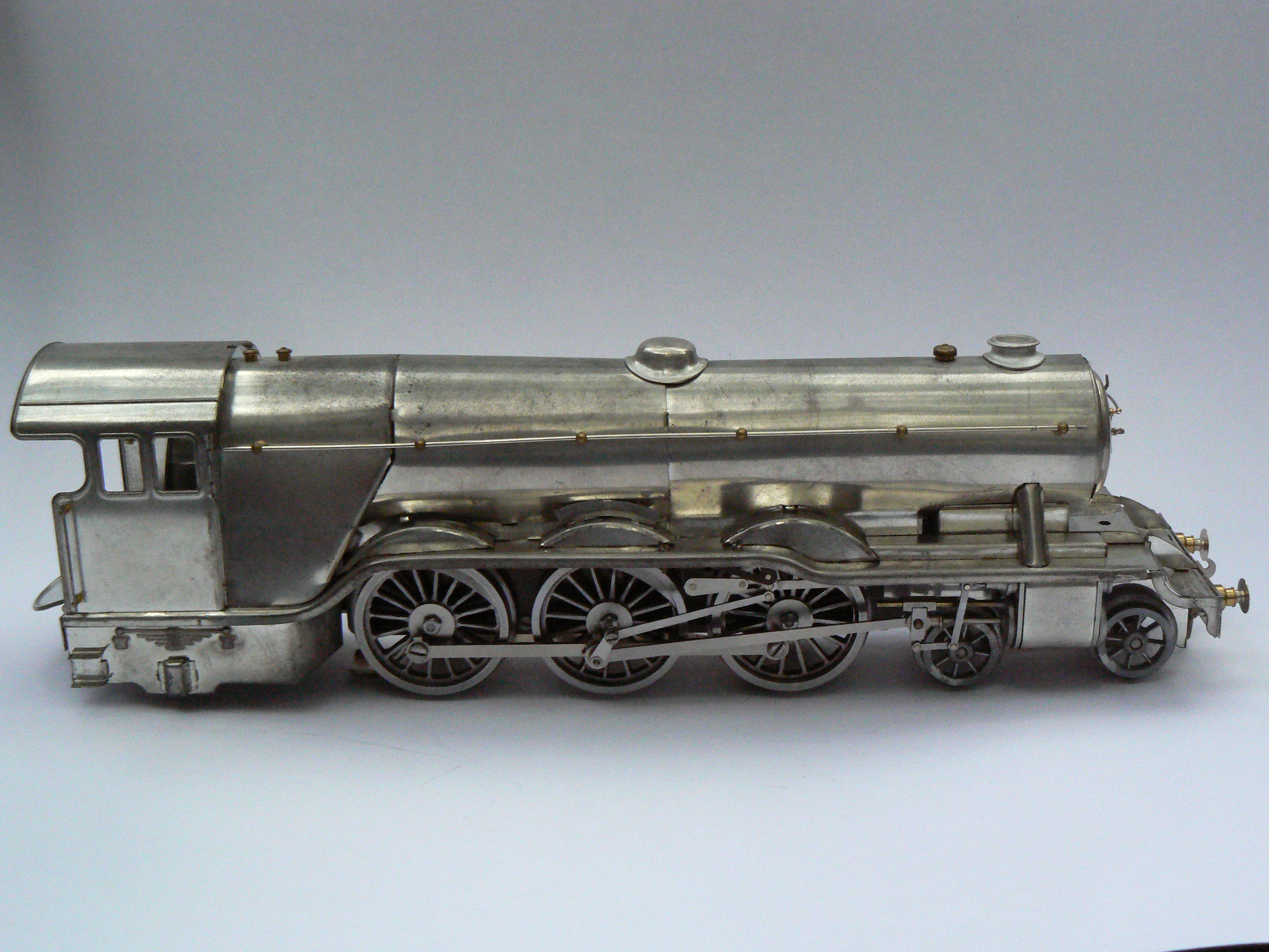Fitzroy Loco Works Flying Scotsman in O gauge tinplate side view